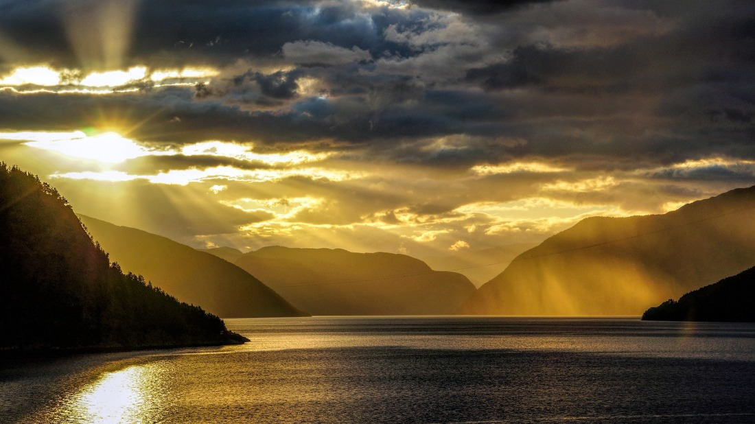 fjord-3981546_1920
