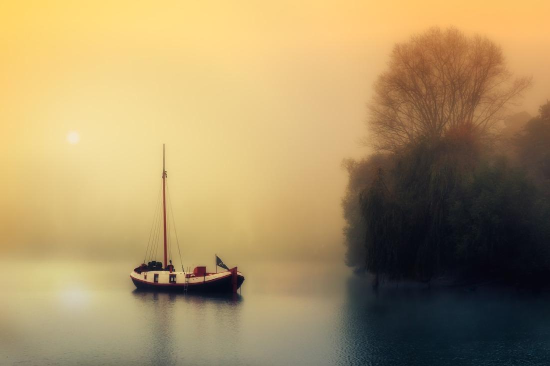 boat-1992137_1920